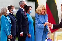 Macronová (67) po dlouhé době zářila na veřejnosti. S první dámou Litvy se sladila do modré