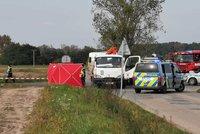 Řidič na Zlínsku narazil do stromu: V hořícím vraku zahynul