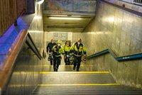 """Muž zemřel pod koly metra na Vyšehradě! Vlaky na """"céčku"""" půl hodiny nejezdily"""