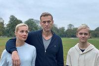 Halucinace, probdělé noci i třes rukou: Navalnyj promluvil o otravě. Vrátí se do Ruska?