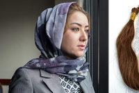"""""""Černé zlato."""" Číňané v koncentrácích holí muslimky a vlasy prodávají do USA"""