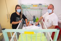 """""""Byl jako hadrová panenka."""" Daníčkovi (2 měs.) se zastavilo srdce, lékaři v Motole mu pomohli unikátní operací"""