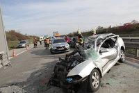 Zavřený Pražský okruh! Střetlo se auto s kamionem, pro zraněné musel letět vrtulník