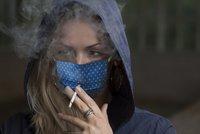 Těžký průběh covidu kvůli cigaretám? Češi přestávají kouřit ze strachu i kvůli penězům, říká lékařka