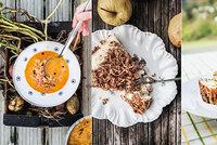 Kuře na paprice, jablečný koláč s tvarohem nebo kyselice? Recepty z nové kuchařky!