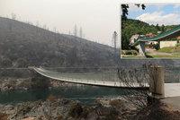 Trojská lávka, která spadla v roce 2017, má dvojče v Kalifornii. Vznikla koncem 80. let a přežila i ničivý požár