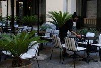 Dovolenkový ráj Čechů otevře restaurace a kavárny. V Řecku ale zakážou hudbu