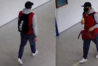 Sprostě okradl seniorku v nemocnici: V kabelce měla 20 tisíc! Policie hledá tohoto muže