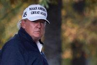 """""""Vyhrál jsem,"""" trvá na svém zlomený Trump a svolal právníky. Cestou z golfu se stavil na svatbě"""