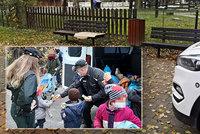 Mladá matka s 6 dětmi přespávala v parku: Pomohla jim až policie