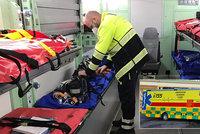 Nakažení senioři v domově byli 10 dní bez lékaře. Pomohli záchranáři, šest důchodců skončilo v nemocnici