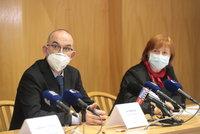 Koronavirus ONLINE: Rážová nejspíš rozvolnění nedoporučí. Blatný vidí šanci 50 na 50