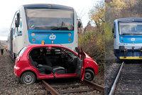 Vážná nehoda na Berounsku: Vlak smetl auto, pro vážně zraněnou řidičku letěl vrtulník
