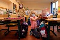 Koronavirus ONLINE: Návrat malých školáků, zelená pro uvolnění, ale i přitvrzení v obchodech