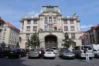 740 tisíc za pravidla pro parkování hybridů: Antimonopolní úřad snížil Praze pokutu