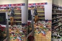Rozzuřená žena rozbila 500 lahví chlastu v supermarketu: Škoda je skoro 3 miliony