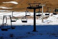 Francouzské skiareály zuří kvůli zákazu lyžování. Vlekaři se budou se státem soudit