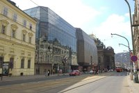 Komplikace v centru Prahy: Opraví se most přes Divadelní ulici, kudy povede objížďka?