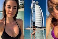 Misska Budková si vyhřívá silikony v Dubaji! Kdo ji takhle sexy fotí?