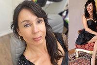 Nela Boudová oslavila 53 let tím, že si oblékla 33 let staré šaty! Pořád jí sednou