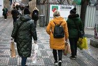Obchody i služby se v Praze znovu otevřely. Lidé mířili do salonů krásy i pro dekorace