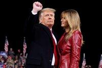 """Trump vzal Melanii za ruku, stiskl pěst a na volebním mítinku vzkázal: """"Stejně vyhrajeme!"""""""
