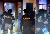 Razie policie v budějovickém baru: Půl hodiny s rukama nahoře, jako nějací vrazi, tvrdí majitelka