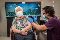 Prioritou v rámci očkování jsou pro Prahu domovy seniorů. Hřib doufá v pomoc pediatrů