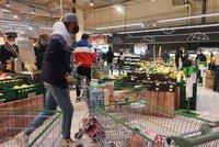 """Co """"frčí"""" v supermarketech před Vánoci: Tuny strouhanky, olivy i mořské plody"""