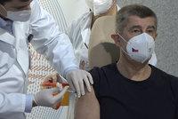 V Česku začalo očkování proti covidu. Vakcínu jako první dostal Babiš