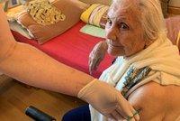 V Brně naočkovali první seniory. V Žabovřeskách podali lékaři vakcínu 140 důchodcům