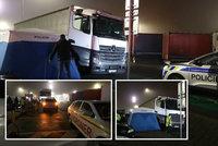 Do kamionu na Kladensku museli hasiči vlézt střechou: Uvnitř našli mrtvého muže!