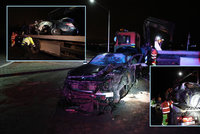 Nezletilí mladíci bourali v Kolíně v luxusním mercedesu: Řidič nepřežil, spolujezdec skončil v nemocnici