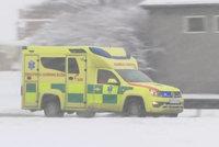 Řidičku na Prachaticku přimáčkl traktor odklízející sníh: Vážná zranění nepřežila