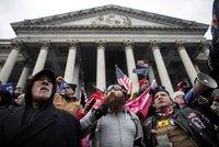 Padlo šest obvinění za útok na Kapitol: Pravicovým extremistům hrozí až 20 let