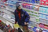 Náruživý zloděj řádil na Jižním Městě. Sebral kondomy i lubrikanty a mazal pryč, hledá ho policie