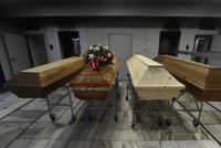 """""""Zákaz otevření rakve, covid"""" a sedm spálených těl za osm hodin. Jak jsou na tom pražská krematoria?"""