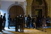 Další nelegální mejdan v centru Prahy: Na střeše Kotvy pařilo 160 lidí, i cizinci až ze Seychel