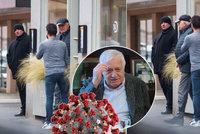Klausův zakázaný oběd v restauraci řeší policie: Pokuta až 20 tisíc a hlášení hygieně