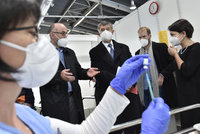 Česko má objednanou vakcínu proti covidu pro 11 milionů lidí. Pfizer ztrojnásobí dodávky