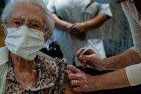 Registrace na očkování: Seniorům v Ostravě pomohou strážníci a úředníci