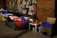 """""""Nemáme dřevo ani světlo."""" Ve slumu na kraji Madridu živoří v mrazech tisíce lidí"""