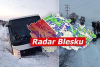 ONLINE: Sníh a vichr řádí v Česku. Desítky nehod, zavřené silnice, sledujte radar Blesku