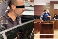 """Muž (46) na heroinu loupil a pobodal ženu! """"Jako by vás ovládl démon,"""" řekl u soudu. Přijme dohodu?"""