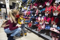 Obchody s dětským oblečením znovu otevřely: Bez front, rodiče v Praze nakupovali radši i do zásoby