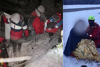 Lidé z mrazu blázní: Turisty v teplácích zachraňovali i na Sněžce, mikrobus na Ještědu jel přes svodidla
