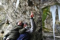 Ledová krása se vrátila: Jeskyně Moravského krasu po dvou zimách znovu zdobí ledouchy
