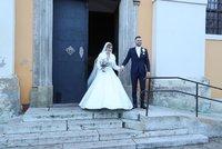 Blond hvězda SuperStar se vdala! Obřad v kostele a pohádková oslava v bílých odstínech