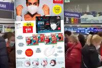 Šílenství v Lidlu: Senioři chtěli ušetřit a poprali se o levné respirátory. Čeká to i Česko?