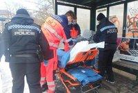 Promrzlé ženy skončily v nemocnici: Jedna pila, druhá měla oblečené jen tepláky a svetr